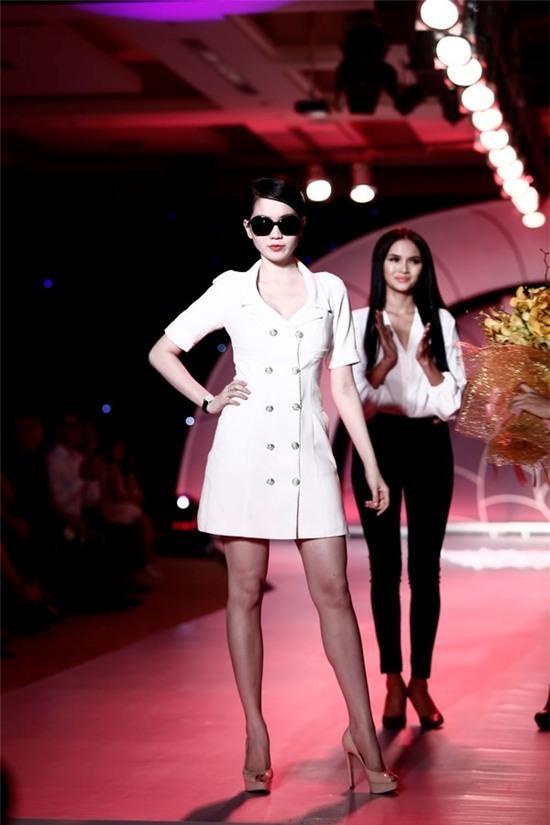 Ngọc Trinh: từ mẫu diễn hội chợ đến nữ hoàng nội y của Việt Nam - Ảnh 18.