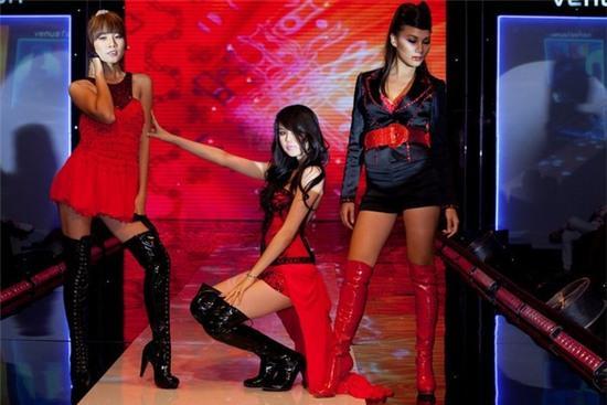 Ngọc Trinh: từ mẫu diễn hội chợ đến nữ hoàng nội y của Việt Nam - Ảnh 7.