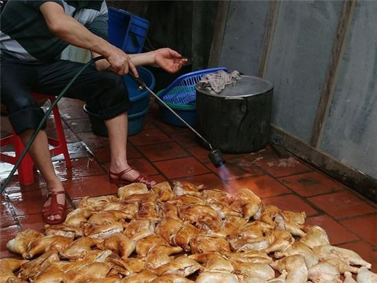 Hà Nội: Bán thực phẩm bẩn sẽ bị bêu tên trên loa phường - Ảnh 1.
