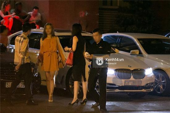 Phan Thành thân thiết với cô gái lạ và say xỉn lúc nửa đêm - Ảnh 2.