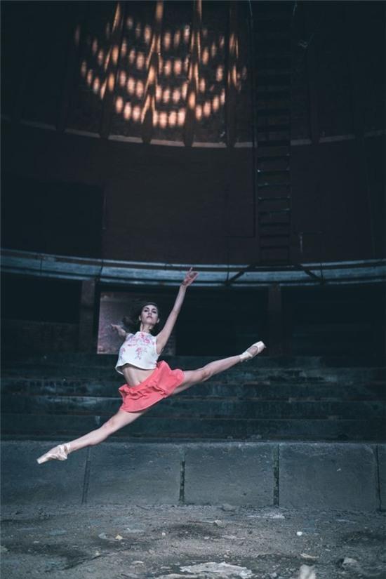 Chùm ảnh đẹp mê hồn về những nghệ sĩ múa ballet trên đường phố Cuba - Ảnh 4.