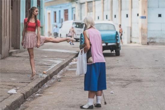 Chùm ảnh đẹp mê hồn về những nghệ sĩ múa ballet trên đường phố Cuba - Ảnh 5.