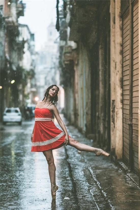 Chùm ảnh đẹp mê hồn về những nghệ sĩ múa ballet trên đường phố Cuba - Ảnh 6.