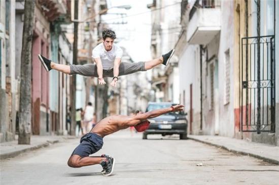 Chùm ảnh đẹp mê hồn về những nghệ sĩ múa ballet trên đường phố Cuba - Ảnh 7.