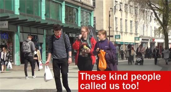 Những người này không tìm thấy chủ nhân nên đã gọi điện theo thông tin có trong ví để trả lại.