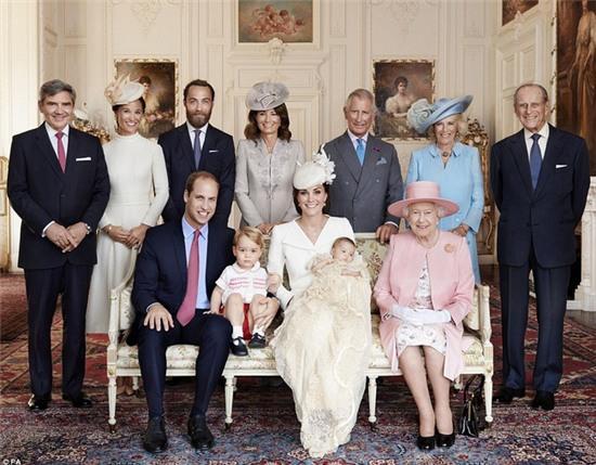 Công chúa nhỏ nước Anh xinh xắn trong loạt ảnh mừng sinh nhật đầu tiên - Ảnh 8.