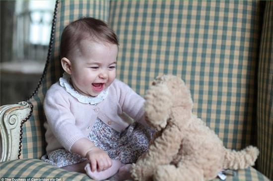Công chúa nhỏ nước Anh xinh xắn trong loạt ảnh mừng sinh nhật đầu tiên - Ảnh 10.