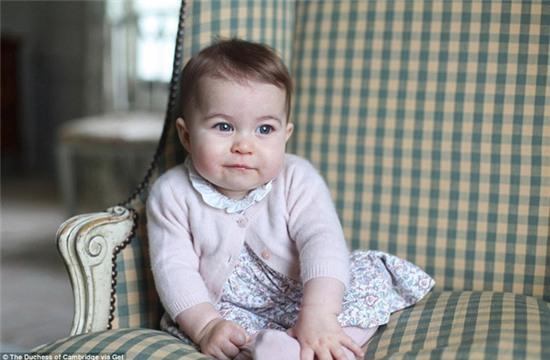 Công chúa nhỏ nước Anh xinh xắn trong loạt ảnh mừng sinh nhật đầu tiên - Ảnh 11.