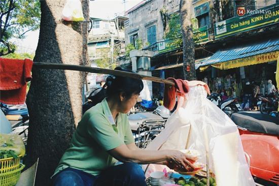 Hà Nội: Lạ miệng, lạ mắt món gỏi sứa đậu phụ mắm tôm trên phố Hàng Chiếu - Ảnh 11.