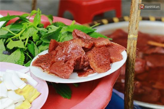 Hà Nội: Lạ miệng, lạ mắt món gỏi sứa đậu phụ mắm tôm trên phố Hàng Chiếu - Ảnh 12.