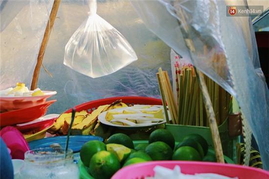 Hà Nội: Lạ miệng, lạ mắt món gỏi sứa đậu phụ mắm tôm trên phố Hàng Chiếu - Ảnh 7.