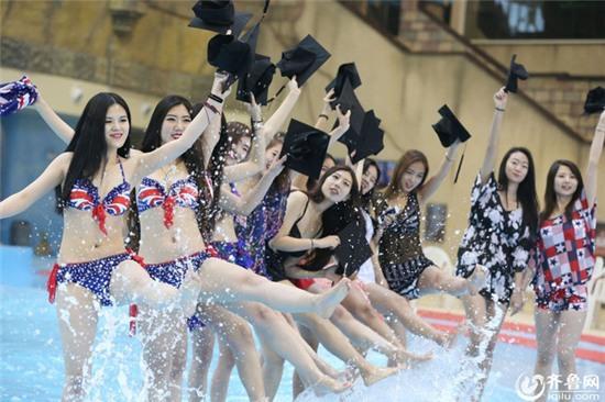 Chụp ảnh kỷ yếu với bikini - trào lưu mới của nữ sinh Trung Quốc? - Ảnh 1.