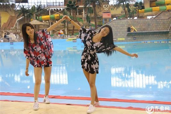 Chụp ảnh kỷ yếu với bikini - trào lưu mới của nữ sinh Trung Quốc? - Ảnh 4.
