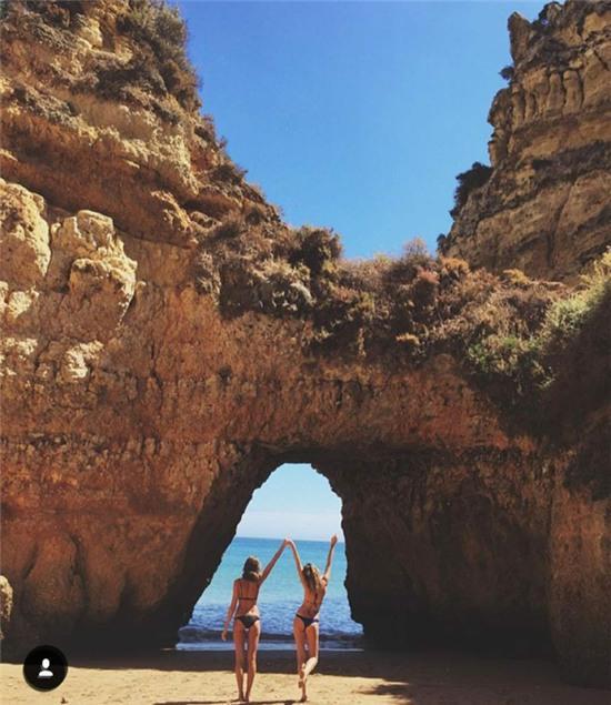 Hai cô gái xinh đẹp mở màn trào lưu đi du lịch cùng bạn gái thân khắp thế giới - Ảnh 12.