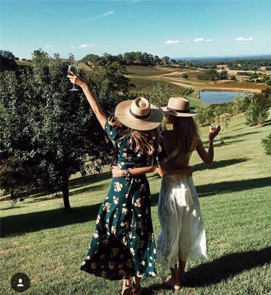 Hai cô gái xinh đẹp mở màn trào lưu đi du lịch cùng bạn gái thân khắp thế giới - Ảnh 33.