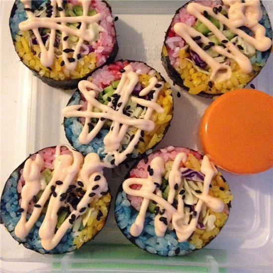 Sushi cầu vồng, món ăn đầy màu sắc đang là trào lưu trên Instagram