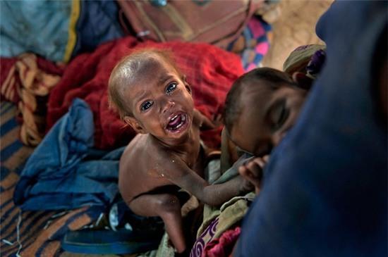 trẻ tị nạn