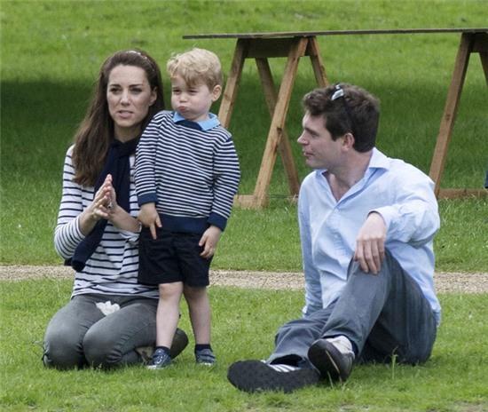 Hoàng tử nhí nước Anh lớn như thổi trong lần xuất hiện mới nhất - Ảnh 5.