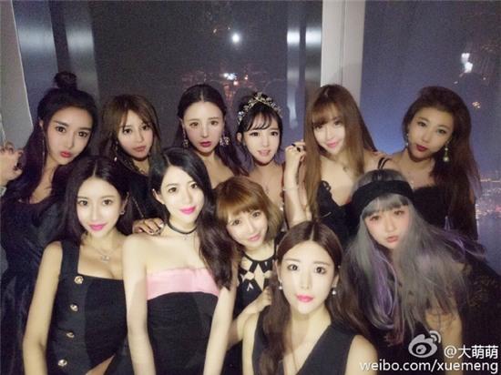 Bức ảnh 11 hot girl tụ hội trong 1 buổi tiệc gây sốt mạng xã hội Weibo - Ảnh 1.