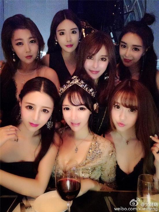 Bức ảnh 11 hot girl tụ hội trong 1 buổi tiệc gây sốt mạng xã hội Weibo - Ảnh 6.