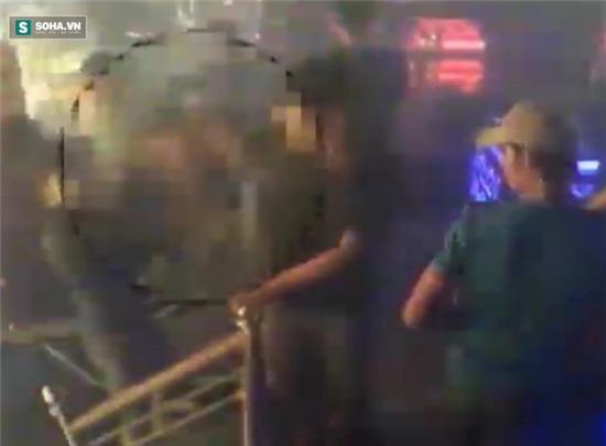 Thanh niên bị chém lìa bàn tay phải trong quán bar