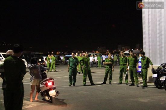 Trắng đêm tìm kiếm nạn nhân mất tích trong vụ lật tàu chui giữa sông Hàn - Ảnh 2.