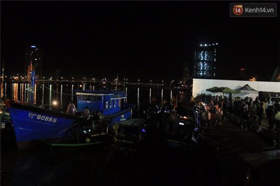 Trắng đêm tìm kiếm nạn nhân mất tích trong vụ lật tàu chui giữa sông Hàn - Ảnh 6.