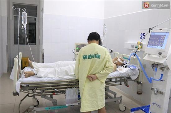 Trắng đêm tìm kiếm nạn nhân mất tích trong vụ lật tàu chui giữa sông Hàn - Ảnh 9.
