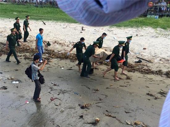 Vụ chìm tàu ở Đà Nẵng: Người thân khóc ngất khi cả 3 thi thể được vớt lên - Ảnh 1.