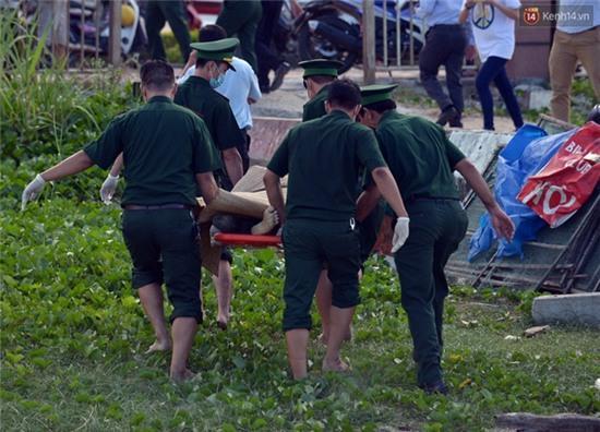 Vụ chìm tàu ở Đà Nẵng: Người thân khóc ngất khi cả 3 thi thể được vớt lên - Ảnh 3.