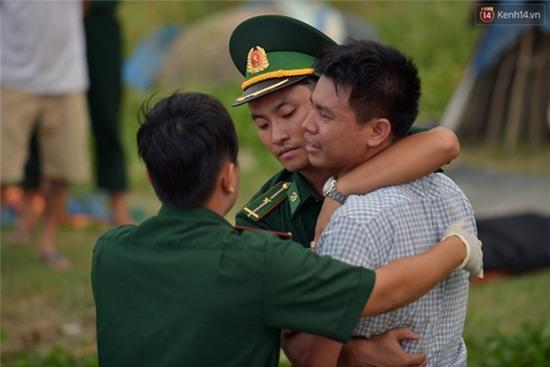 Vụ chìm tàu ở Đà Nẵng: Người thân khóc ngất khi cả 3 thi thể được vớt lên - Ảnh 10.