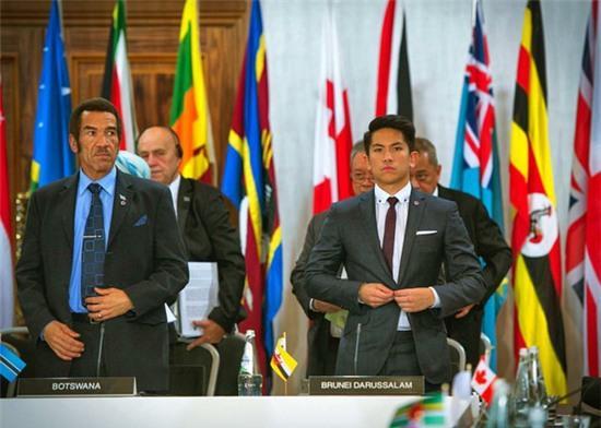 Hoàng tử soái ca đến từ Brunei: Đẹp trai, chuẩn 6 múi và tài sản 20 tỉ đô - Ảnh 2.
