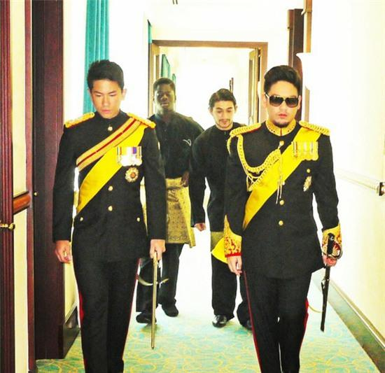 Hoàng tử soái ca đến từ Brunei: Đẹp trai, chuẩn 6 múi và tài sản 20 tỉ đô - Ảnh 16.