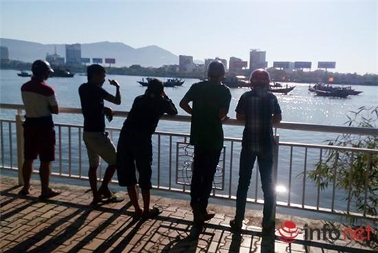Người Đà Nẵng xin lỗi các nạn nhân vụ lật tàu du lịch trên sông Hàn - Ảnh 4.