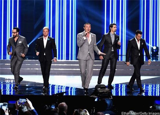 5 mẩu Backstreet Boys tái hợp tại Hoa hậu Mỹ, và họ đã chạm đến trái tim hàng triệu khán giả - Ảnh 2.