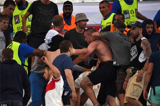 Anh, Nga có thể phải khăn gói quả mướp rời Euro sớm vì vấn nạn hooligan - Ảnh 1.