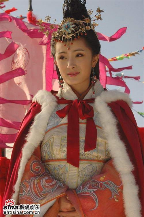 Dương Mịch: Từ ngôi sao tài năng đến nữ hoàng mặt đơ - Ảnh 2.
