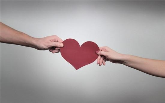 Chọn người yêu mình hay chọn người mình yêu?