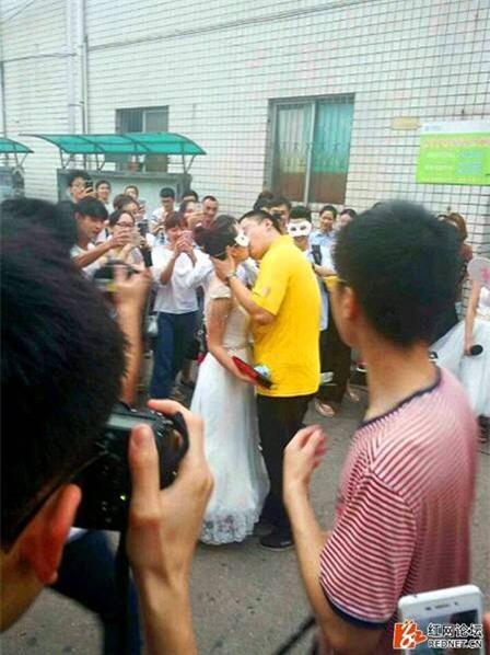 Nữ giảng viên đại học công khai cầu hôn nam sinh năm thứ 4 - Ảnh 4.