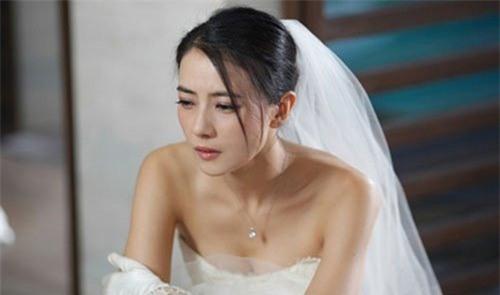 phong bì cưới, bạn chồng, phát hiện, bí mật, ngoại tình