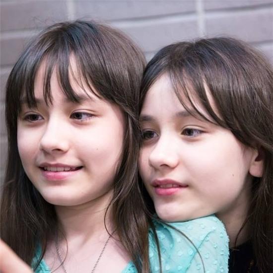 Hai chị em sinh đôi Mỹ lai Hàn nổi tiếng một thời giờ ra sao? - Ảnh 11.