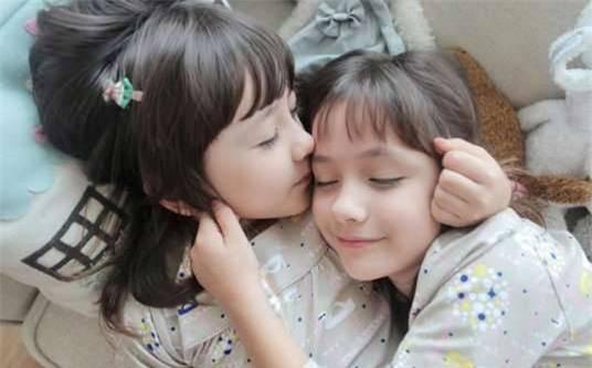 Hai chị em sinh đôi Mỹ lai Hàn nổi tiếng một thời giờ ra sao? - Ảnh 2.