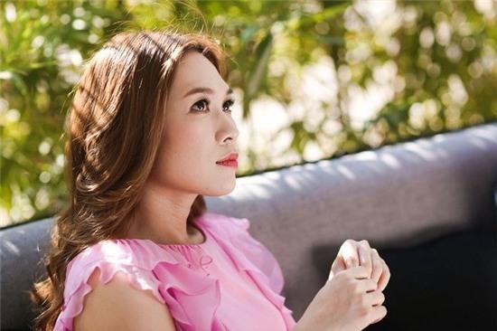 Hình ảnh của Họa mi tóc nâu trong bộ hình vào tháng 4.