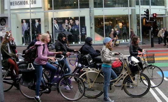 Ở các nước không bóng dáng xe máy, người ta đi lại như thế nào? - Ảnh 7.