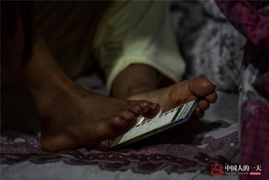 Bức ảnh người mẹ không tay vẫn oằn mình cho con bú lay động hàng triệu trái tim - Ảnh 11.