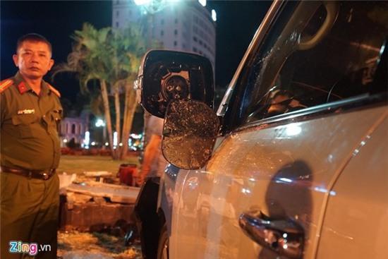 Lexus 570 đâm nát nhiều xe máy, 5 người trọng thương - Ảnh 6.