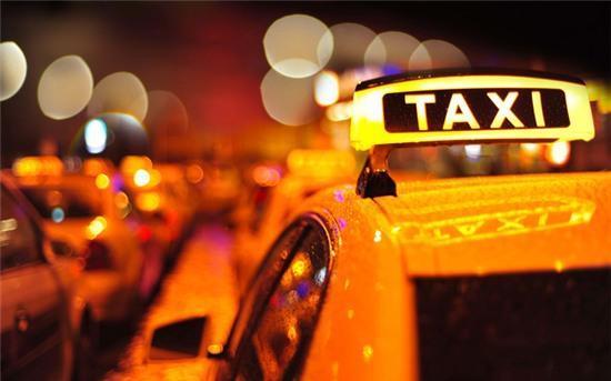 Con gái đi taxi 1 mình vào ban đêm buộc phải nhớ những điều này - Ảnh 1.