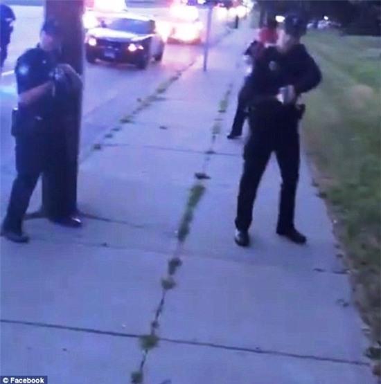 Cô gái tường thuật trực tiếp cảnh người yêu da màu bị cảnh sát bắn gây chấn động nước Mỹ - Ảnh 4.