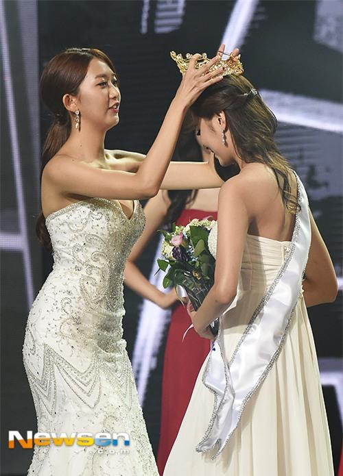 Vừa đăng quang, Tân Hoa hậu Hàn Quốc gây thất vọng với nhan sắc kém cạnh hơn Á hậu và dàn thí sinh - Ảnh 2.