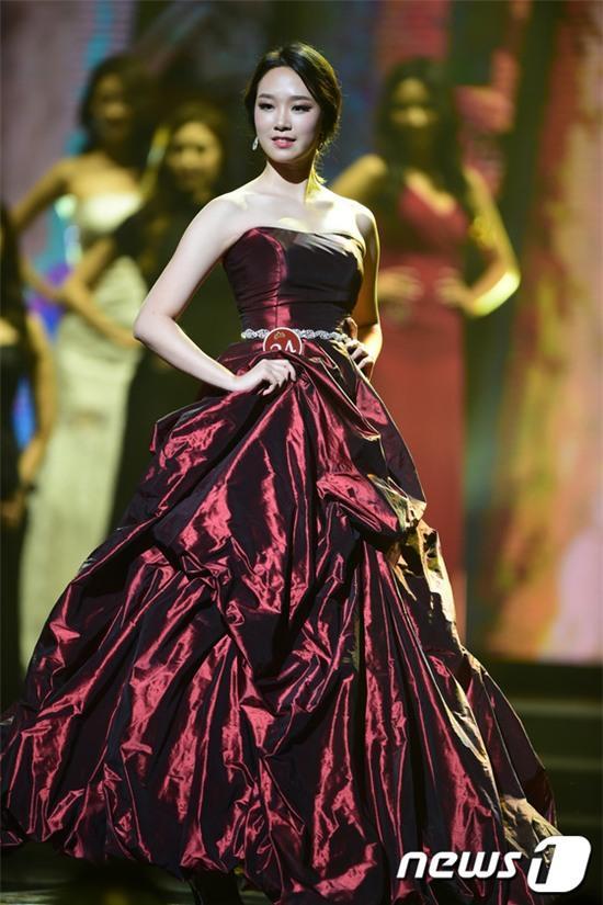 Vừa đăng quang, Tân Hoa hậu Hàn Quốc gây thất vọng với nhan sắc kém cạnh hơn Á hậu và dàn thí sinh - Ảnh 12.